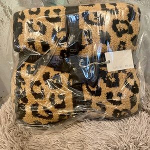 BAREFOOT DREAMS In The Wild Leopard Blanket NWT